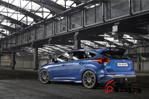 ford-focus-rs-rear-three-quarters