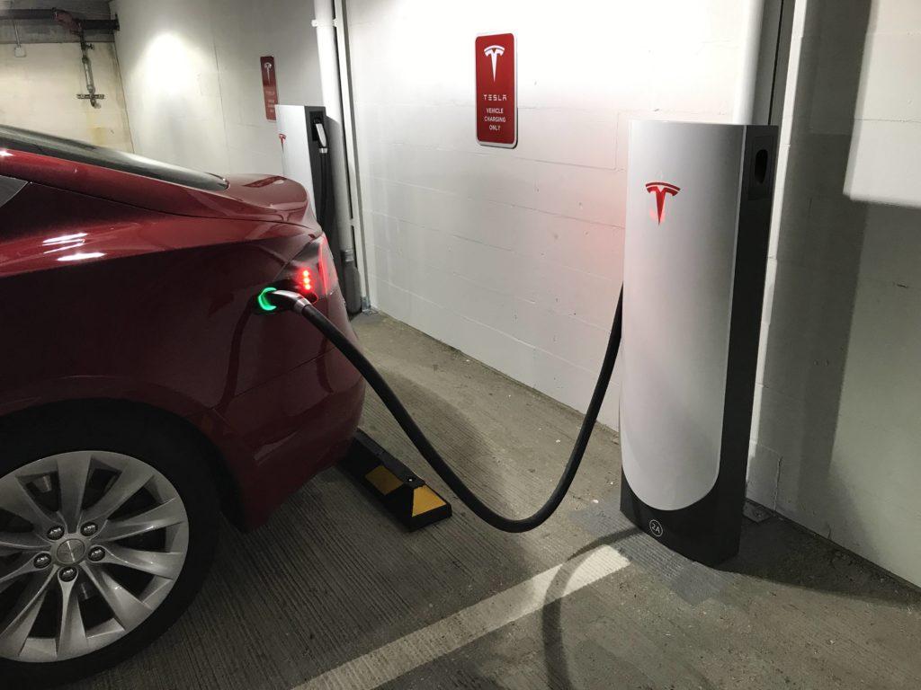 تسلا در حال افزایش شبکه ایستگاه های سوپرشارژر خود با طراحی جدید در مراکز شهری است. این ایستگاه ها، سوپرشارژرهای شهری نام گرفته اند.