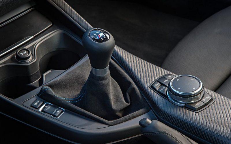 7 عادت اشتباه در رانندگی که گیربکس دستی شما را نابود میکنند!